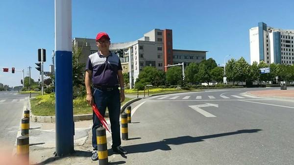 部机关职工上街头开展交通志愿服务活动(2017年7月20日)