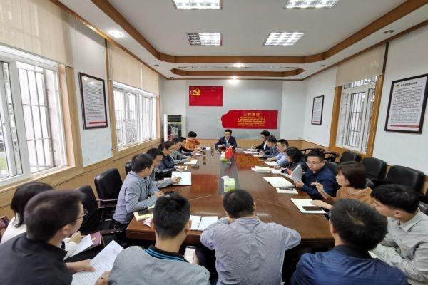 县委组织部召开形势政策报告会